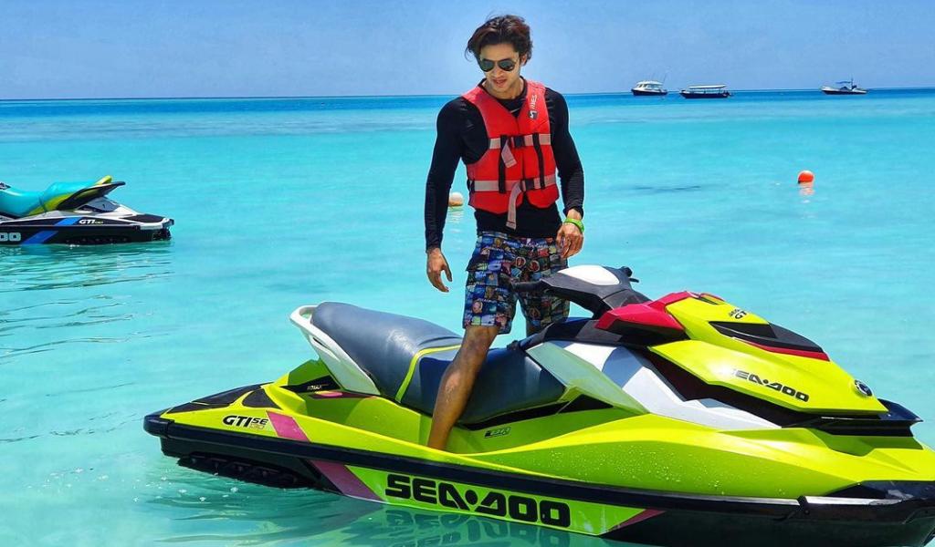 "Siddharth S Gupta Is Having A ""Glass Of Sun"" In The Maldives"