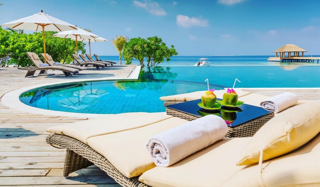 Say 'Cheers!' to A New Year Under Unlimited Sunlight at Kudafushi Maldives!