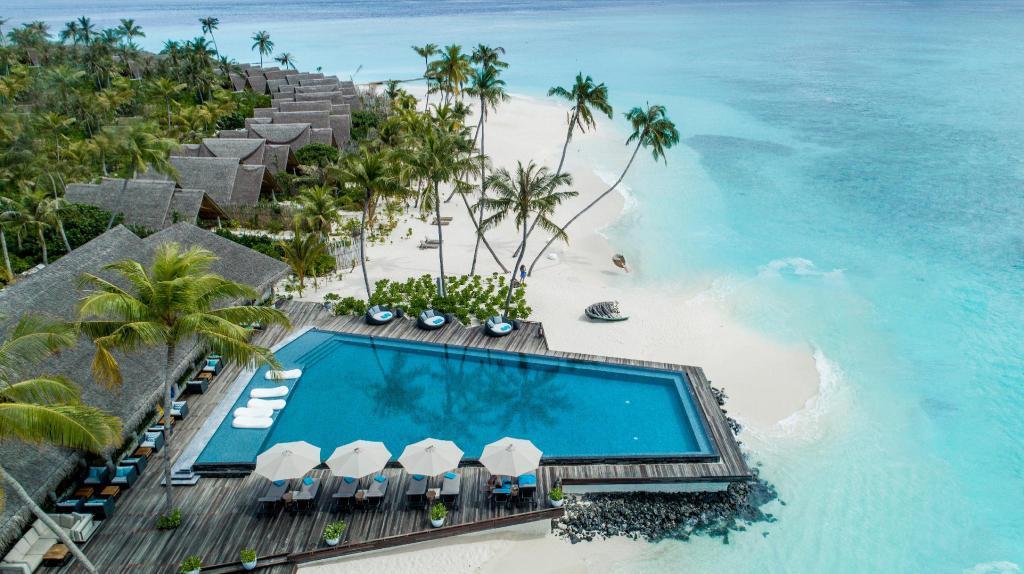 Exciting Holiday Giveaway by Fushifaru Maldives!