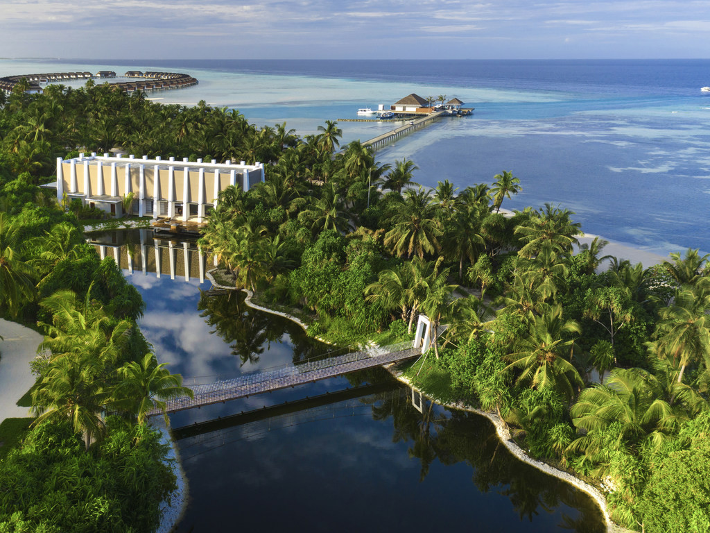 Wake Up Underwater. Unique Experience at Aqua Villas in Pullman Maldives Maamutaa